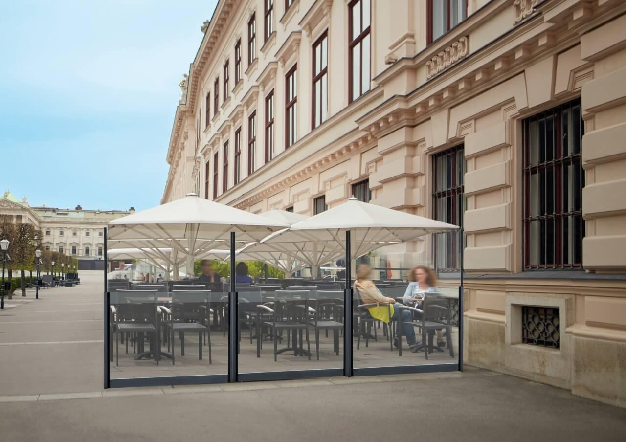 Pare-vent total vision pour terrasse de restaurant