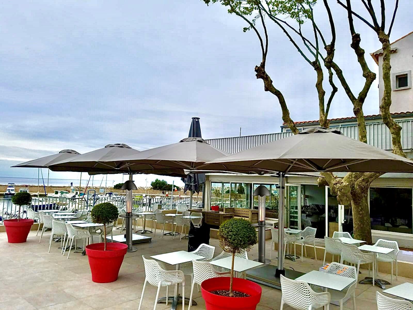 Parasol chauffant extérieur de terrasse au granulés et pellets pour restaurant